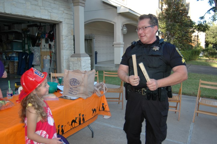 Officer giving girl ice pops